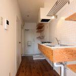 タイル壁の造作キッチン