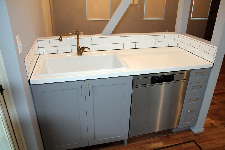 サブウェイタイル張りのⅡ型造作キッチン