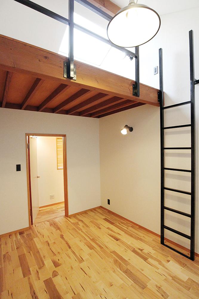 合板張りの天井